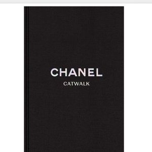CHANEL Accents - NEW: Chanel XL Book + Chanel Beauty Cosmetic Bag